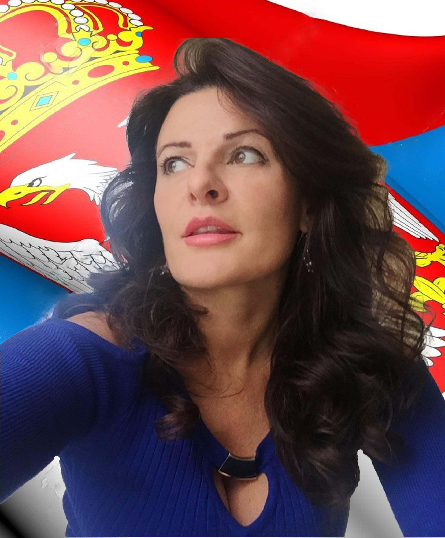 danijela-sremac-sa-srpskom-zastavom