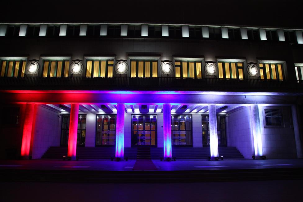 1-ulaz-u-zgradu-pokrajinske-vlade-je-bio-znaku-srpske-zastave