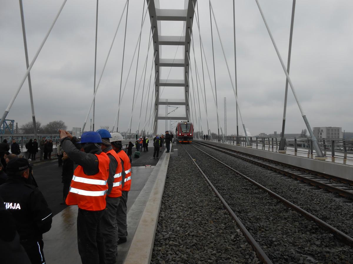 4-zeleznicke-tracnice-krecu-punim-kapacitetom-6-aprila