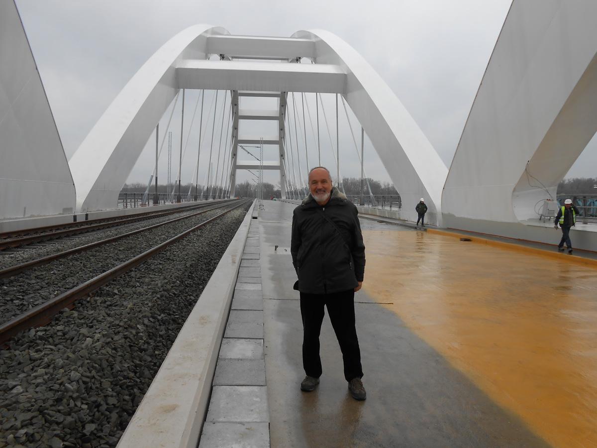 8-nas-urednik-cubranovic-na-novoizgradenom-mostu