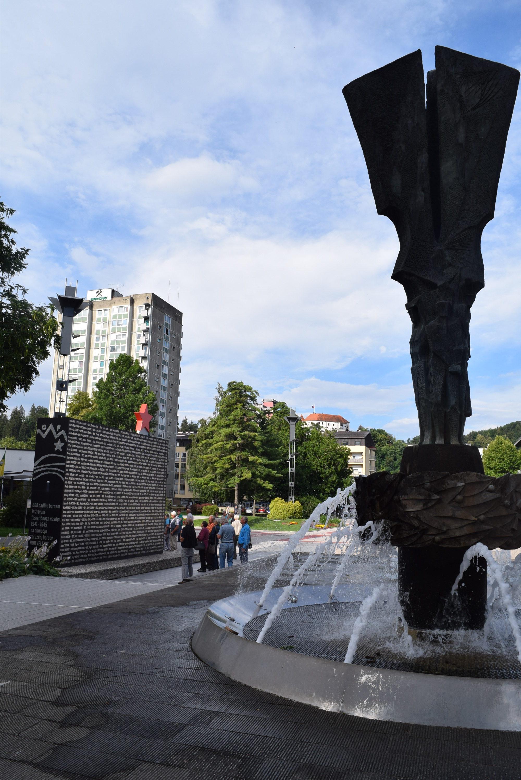 velenje-pri-spomeniku-nob