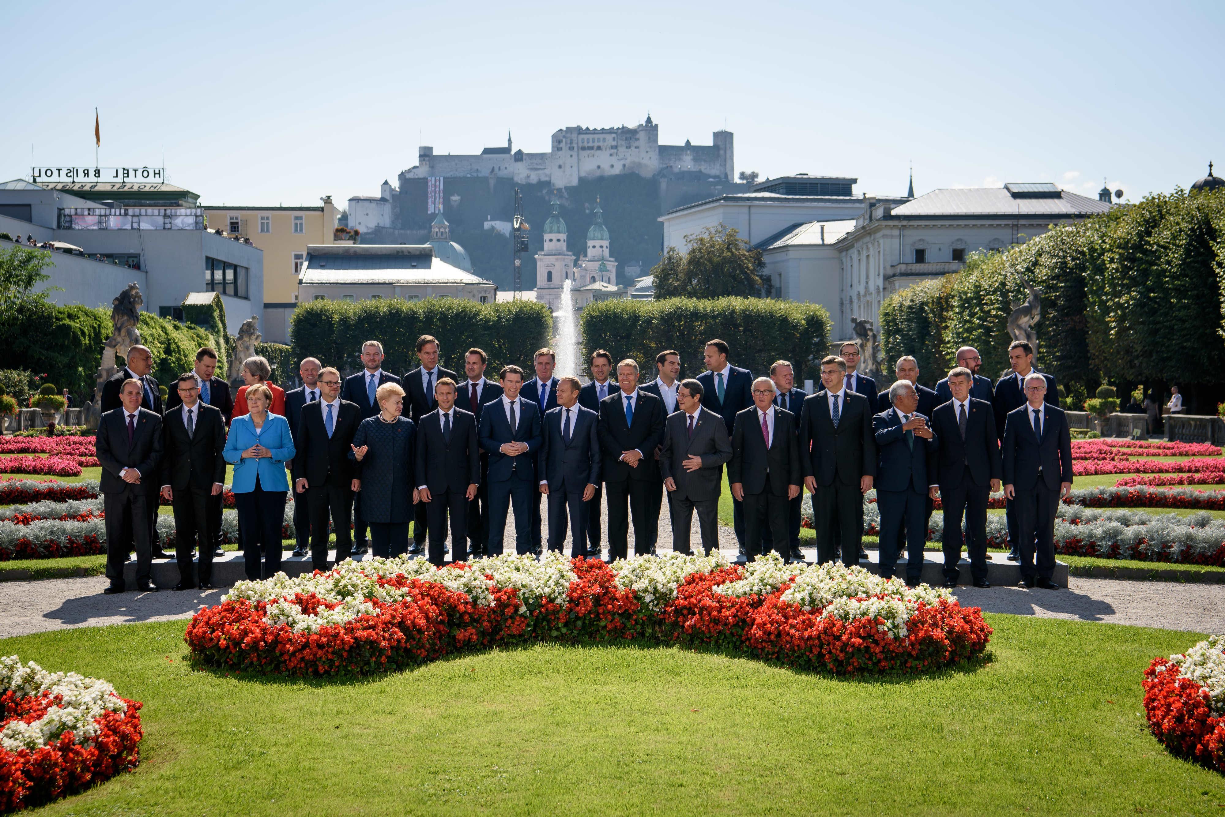 Koda 202 - 12.45 skupinsko fotografiranje vodij delegacij (fototermin); Mozarteum University Salzburg, SALZBURG Foto: Nebojša Tejić/STA