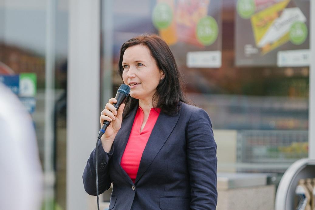 ob-uradni-otvoritvi-je-zbrane-nagovorila-generalna-direktorica-omv-slovenija-vanja-lombar
