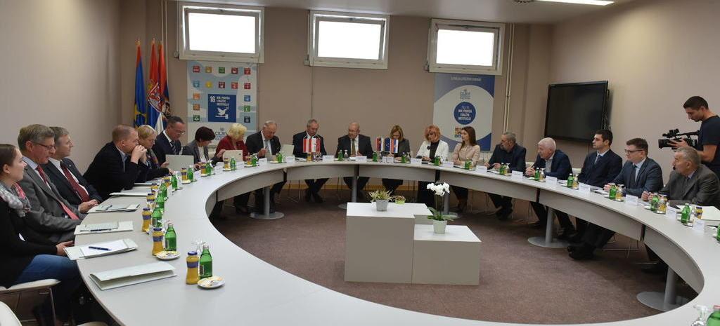 2-za-vreme-razgovora-dve-delegacije-u-vojvodanskoj-skupstini