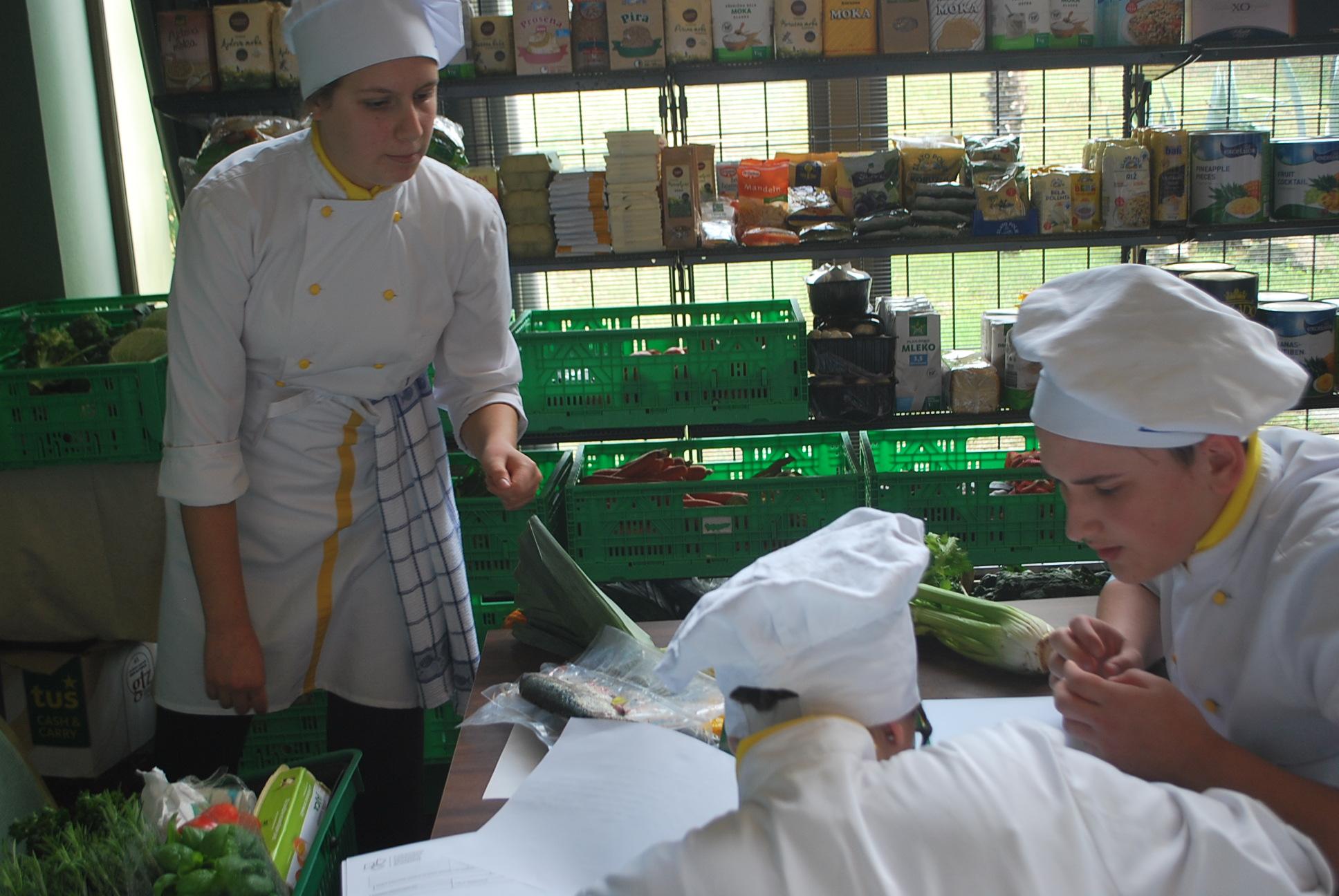 ekipap-kuharstvo-pripravlja-menu