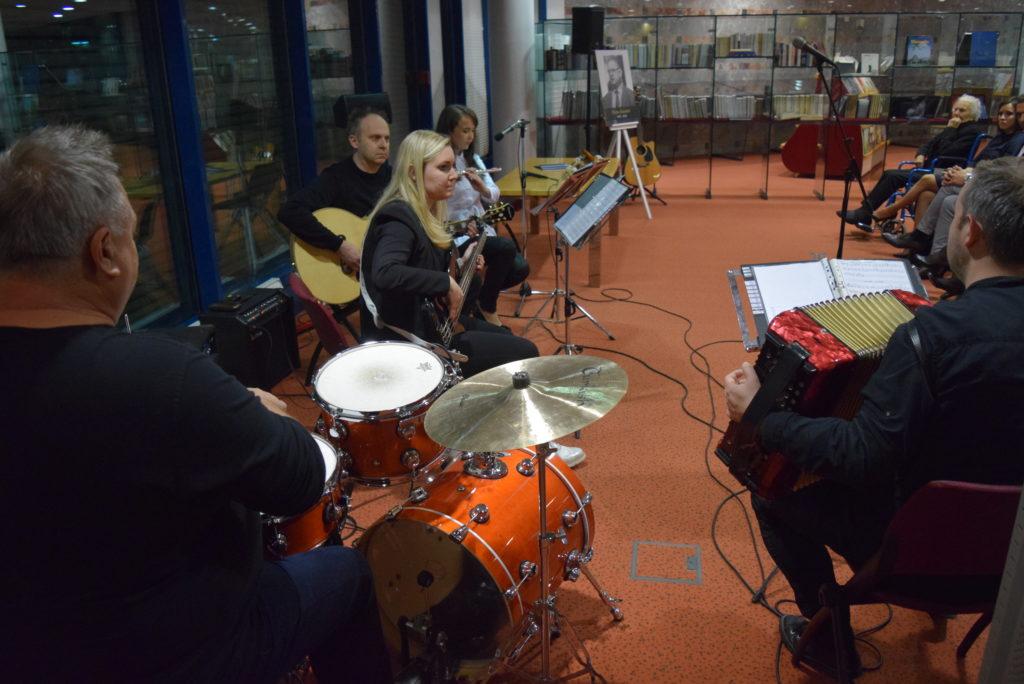 glasbena-skupina-harfa-kinnor