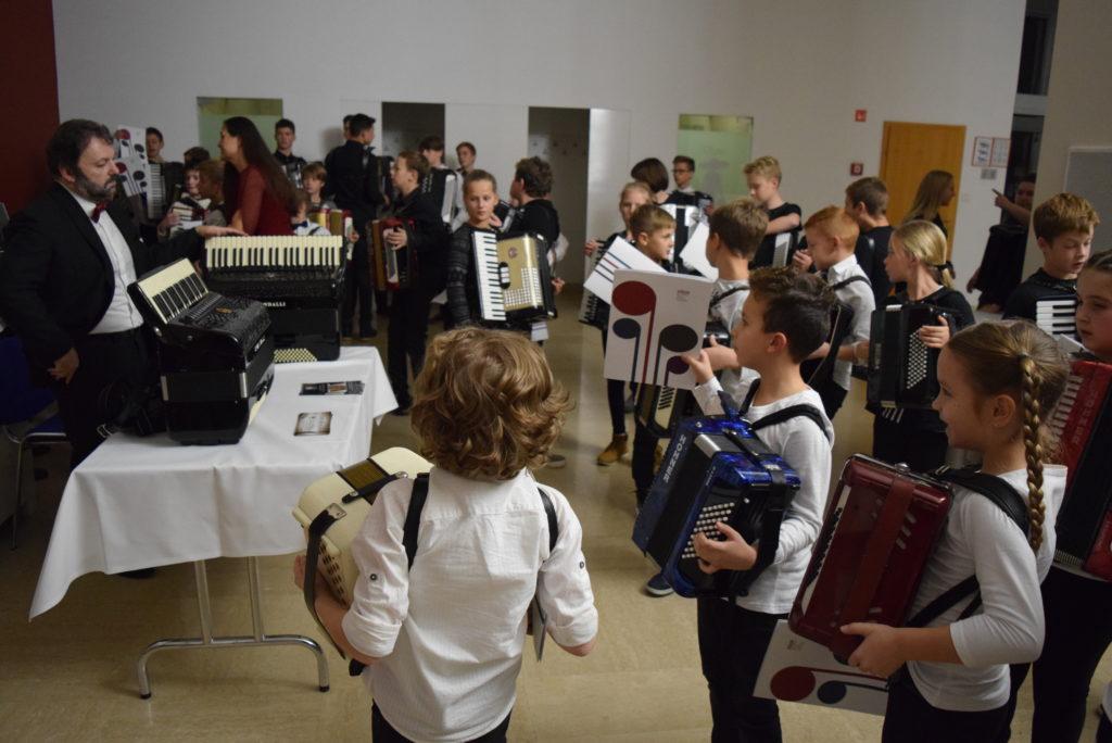 mirco-patarini-in-mladi-harmonikarji