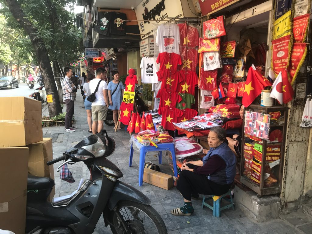 3-hanoj-ulicni-biznis