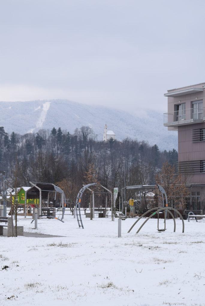 zimski-posnetek-doma-pod-gorco