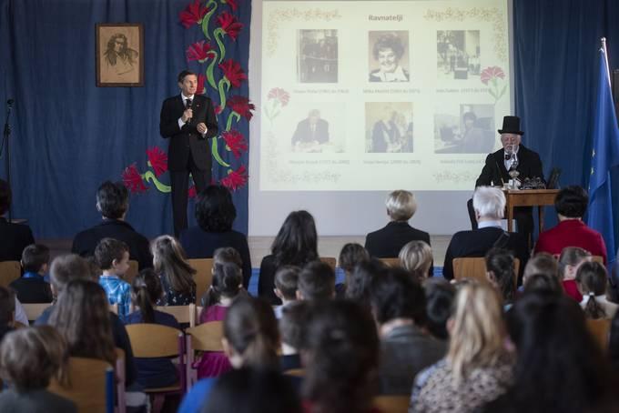 Maribor, OS Maksa Durjave Maribor. Predsednik republike Borut Pahor je bil slavnostni govornik na slovesnosti ob slovenskem kulturnem prazniku, ki so jo pripravili ucenke in ucenci OS Maksa Durjave Maribor.
