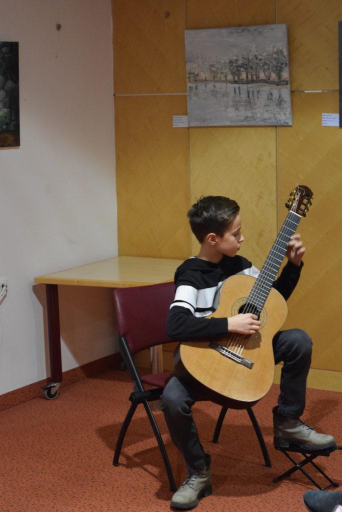 mladi-kitarist-maksimilian-zurman