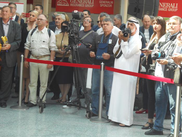 2-uvek-prisutni-brojni-novinari-iz-raznih-zemalja