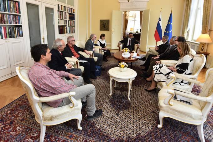 Ljubljana, predsedniska palaca. Predsednik republike Borut Pahor je sprejel udelezence mednarodnega srecanja pisateljev PEN.