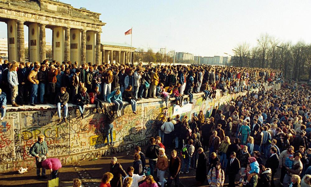 berlinski-zid-rusenje1989