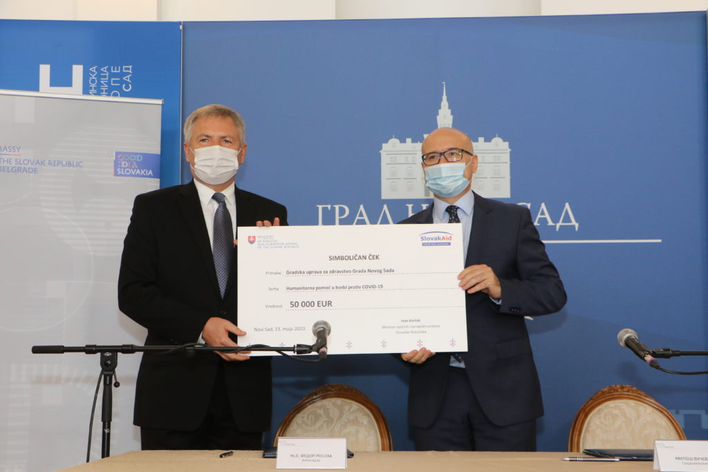 gradonacelnik-novog-sada-milos-vucevic-i-ambasador-slovacke-republike-fedor-rosoha-s-desna